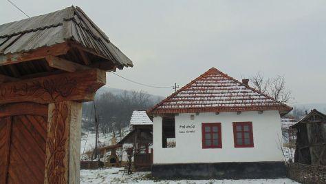 16-Geaca-Lacu-Casa-Satului.jpg