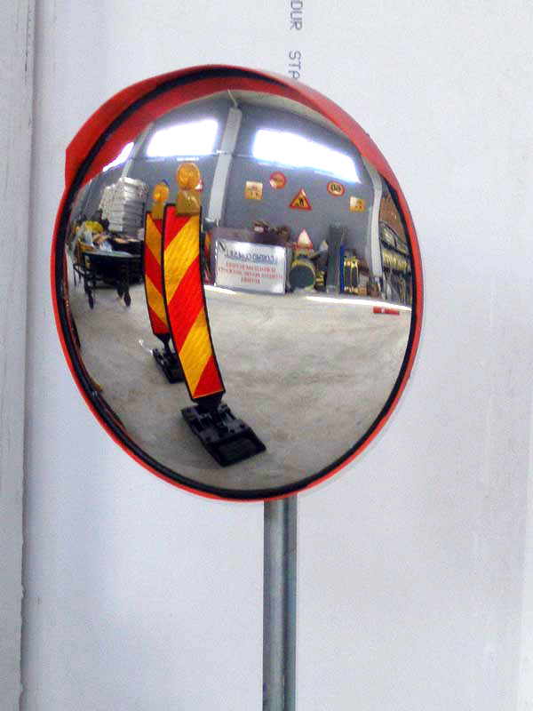 oglinda-incasabila.jpg