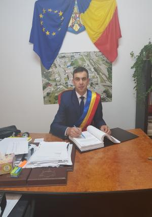 new_101934_mayor.jpeg
