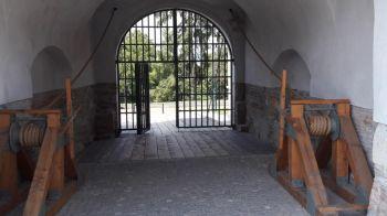 thumb_350_s6ukr_Cetatea-medievala-800x450.jpg